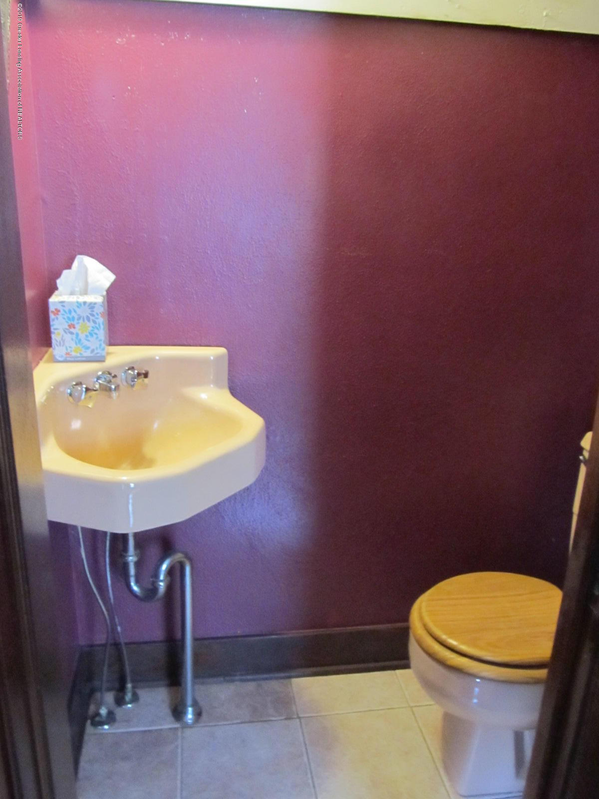 309 Paris Ave - Master half bath - 8