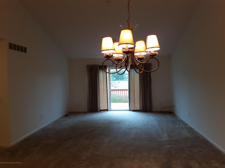 881 Sandview Dr 26 - Living Room - 10