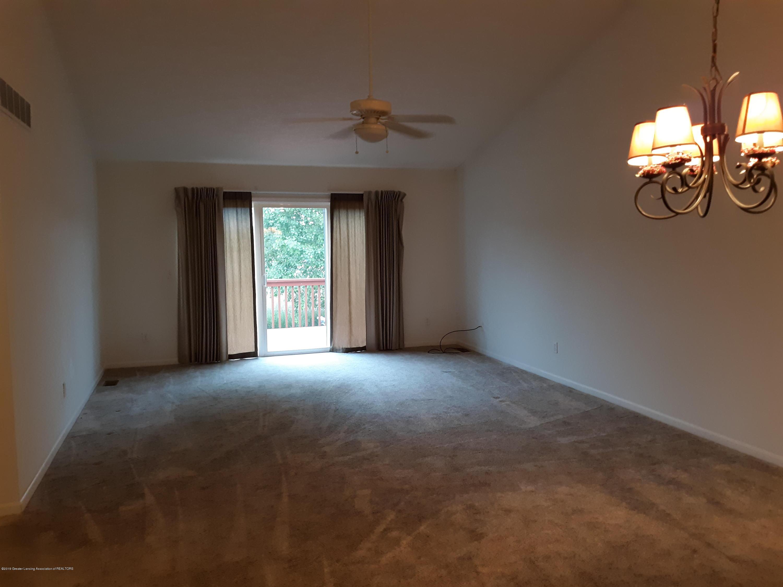 881 Sandview Dr 26 - Living Room - 9
