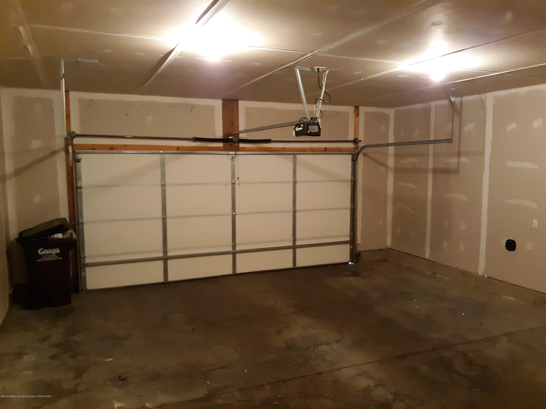 881 Sandview Dr 26 - 2 Car Attached Garage - 24