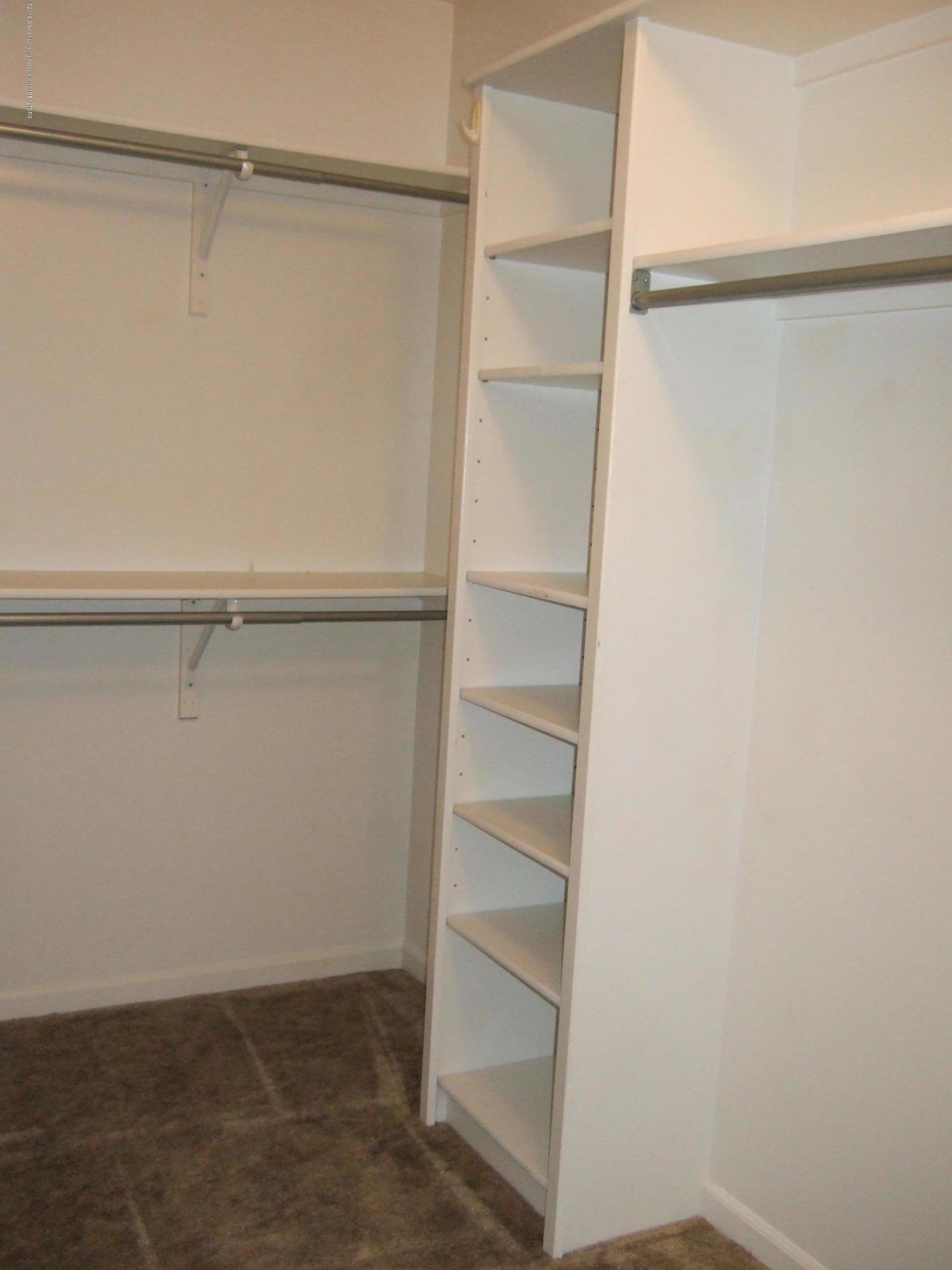 881 Sandview Dr 26 - Master Bedroom Walk in Closet - 14