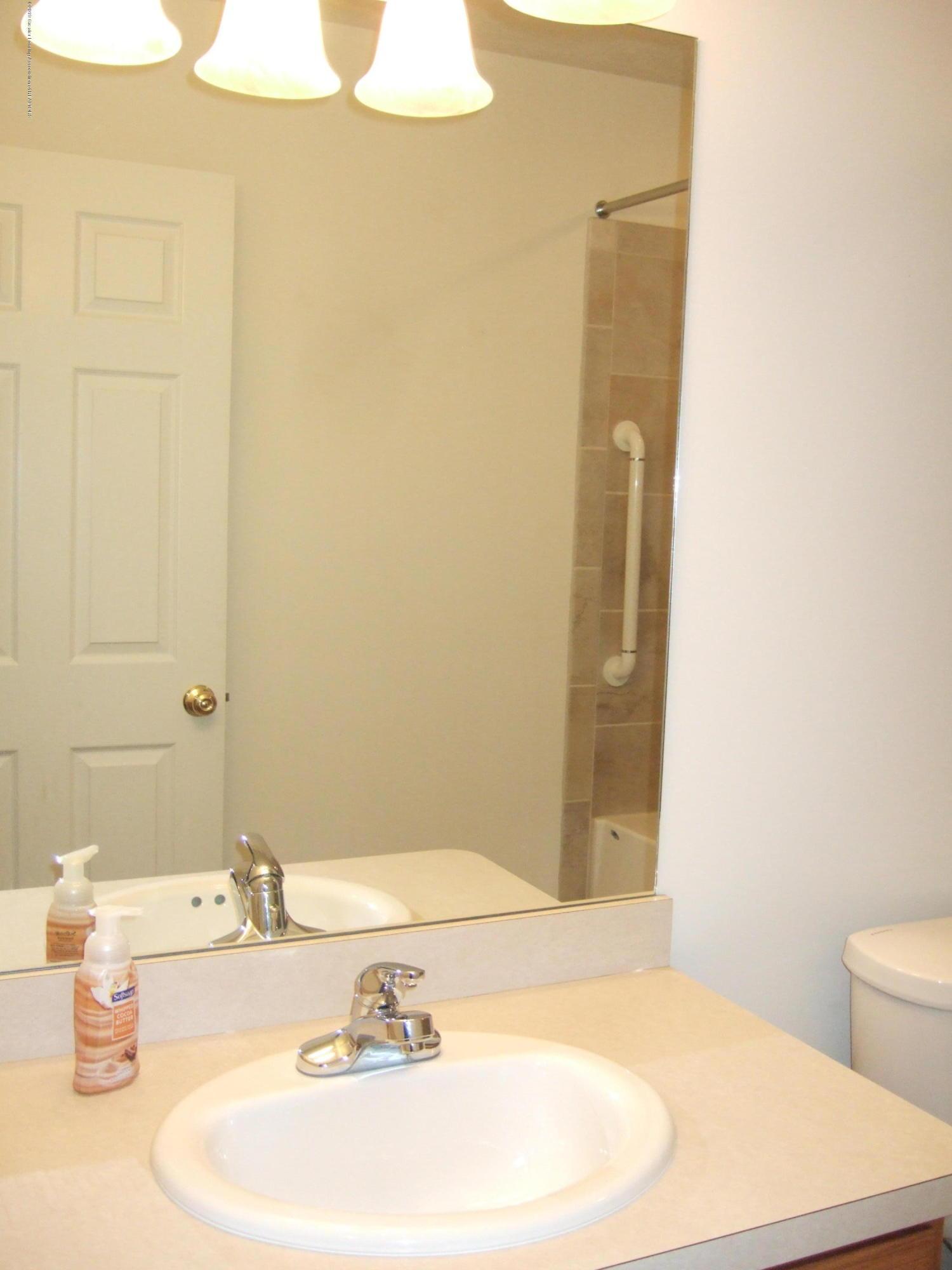 881 Sandview Dr 26 - Hallway Full Bath - 18