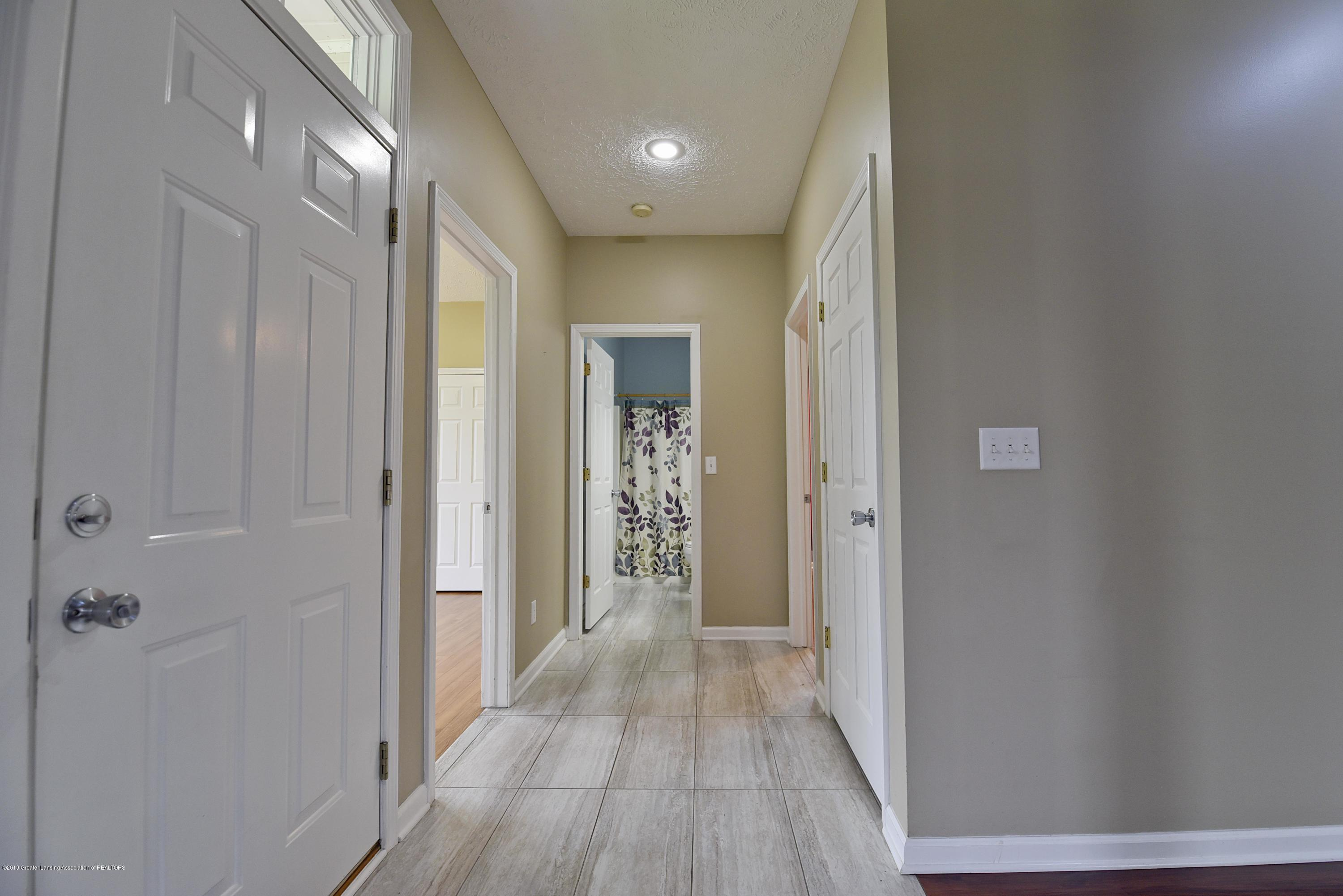 3300 Hollow Spring Dr - Hallway between #2 and #3 - 26