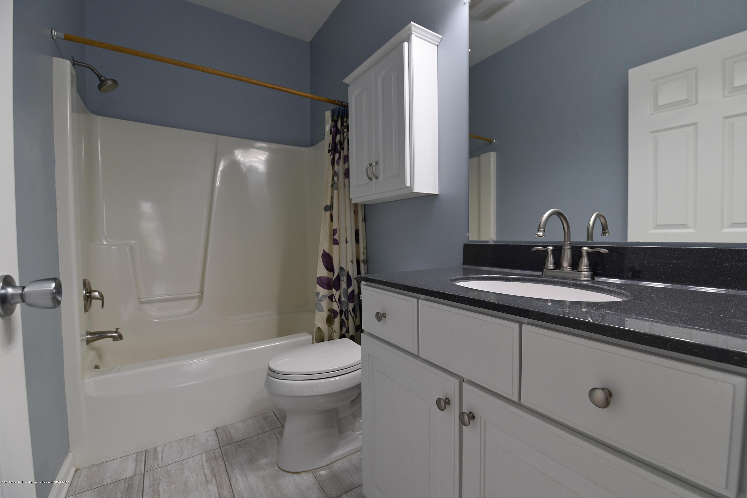 3300 Hollow Spring Dr - Full Bath between #2 and #3 - 27
