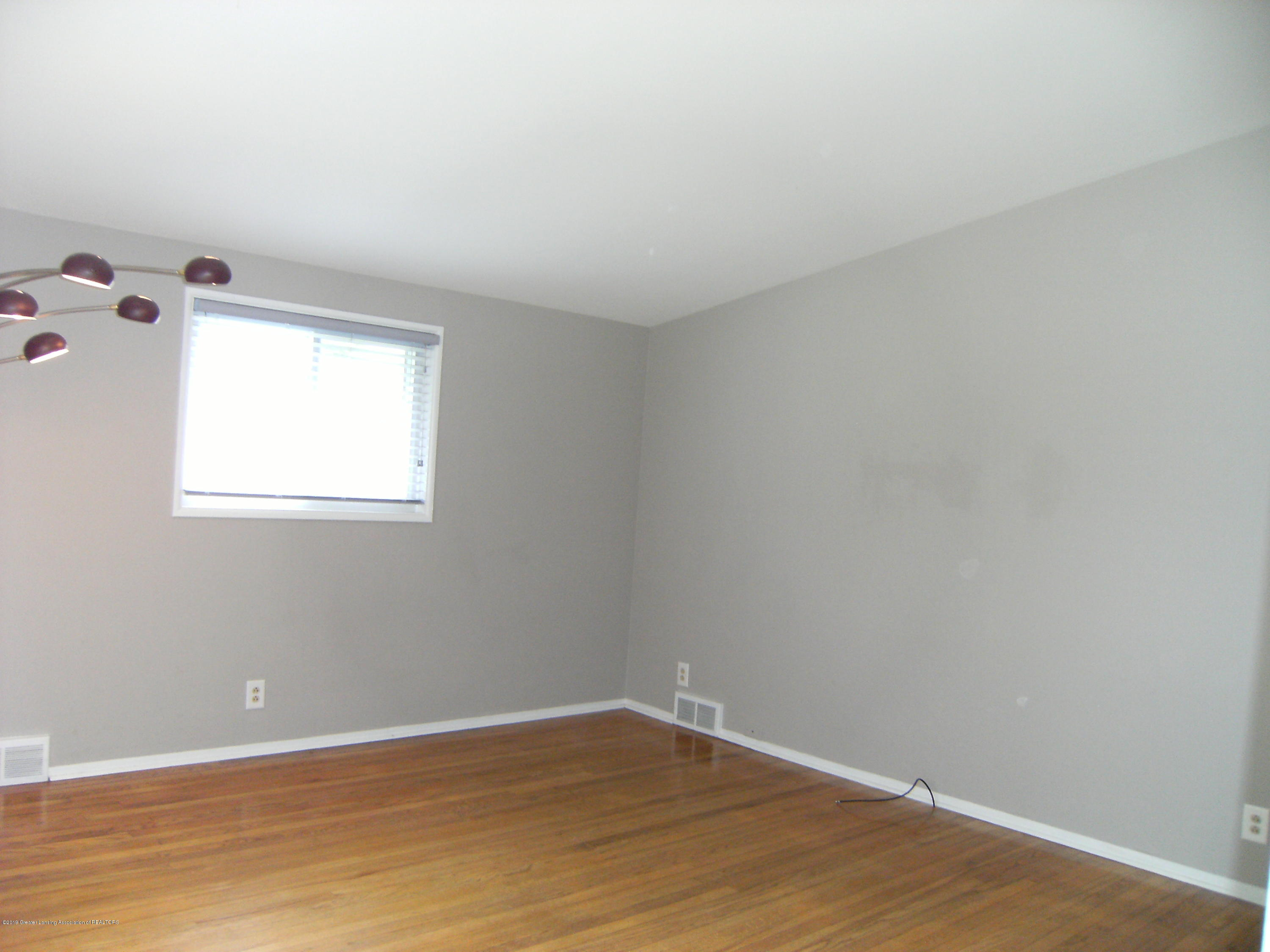 1315 N Foster Ave - Living room - 4