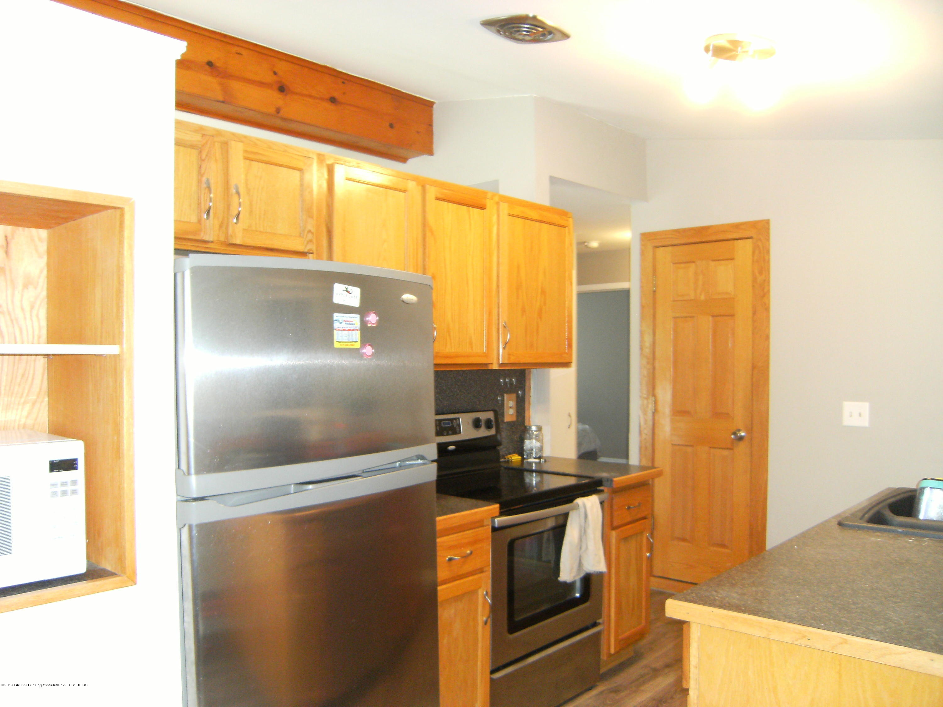 1315 N Foster Ave - Kitchen - 5