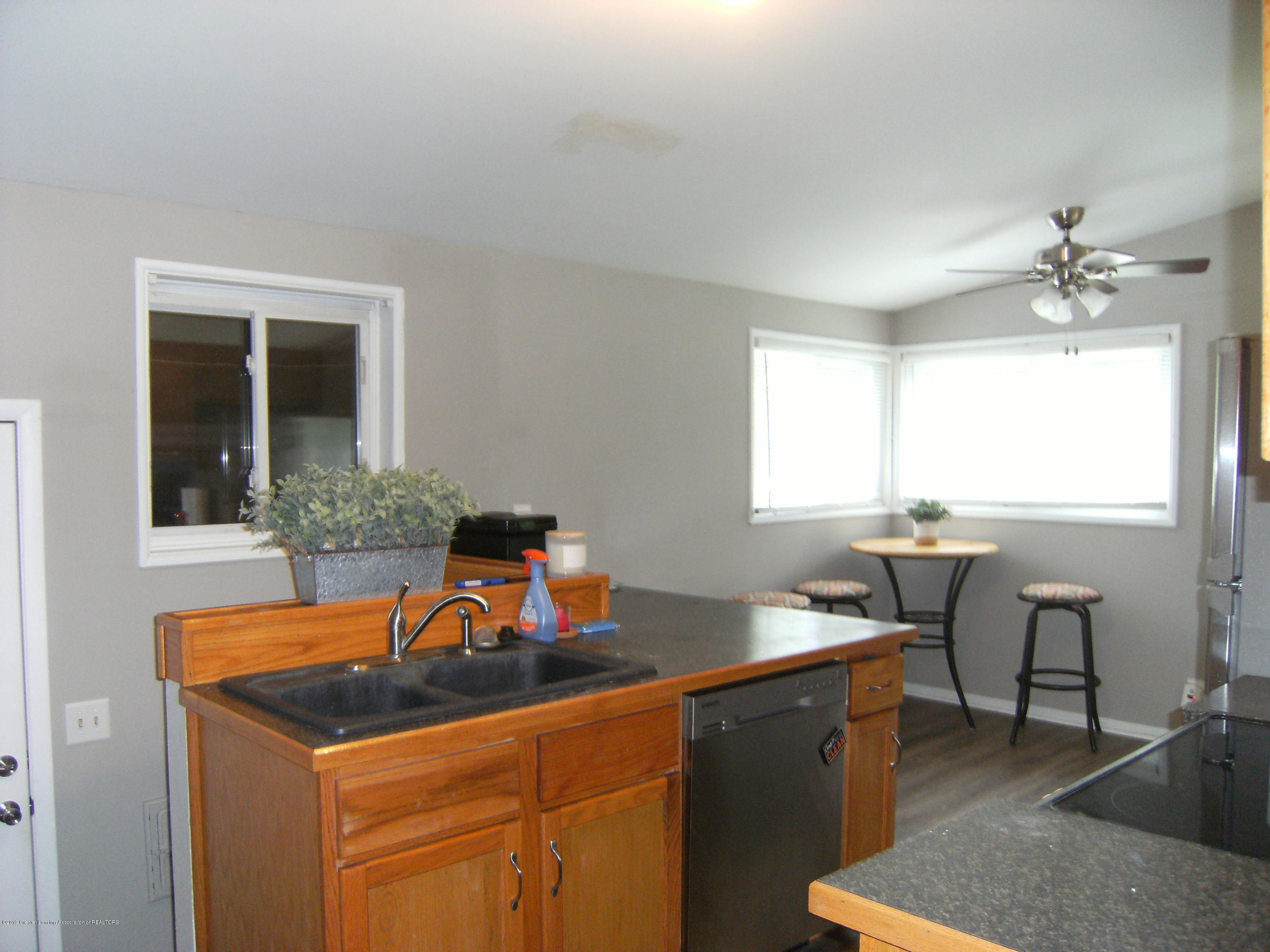 1315 N Foster Ave - Kitchen and dining room - 6