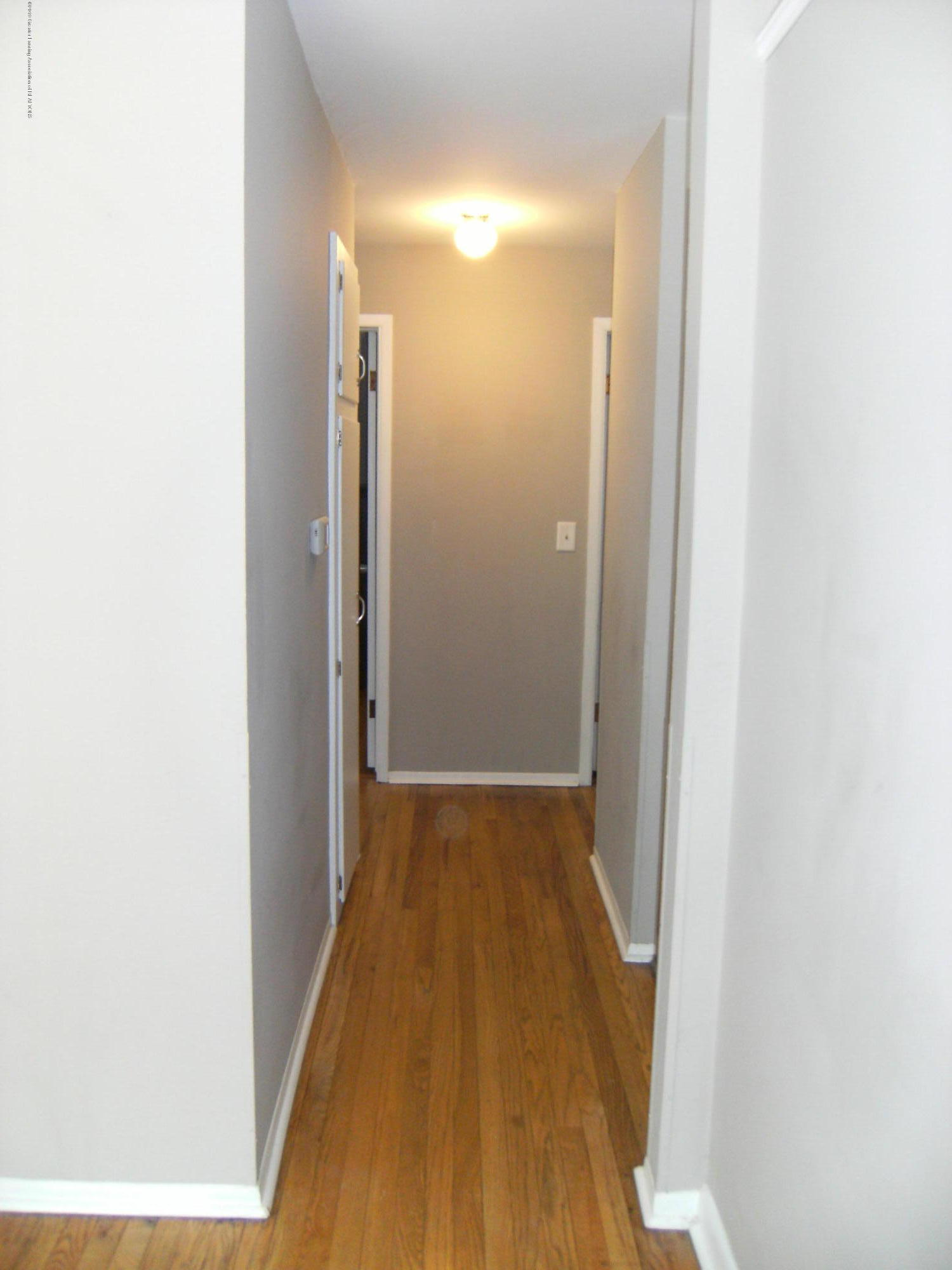 1315 N Foster Ave - Hallways to bedroom and bathroom - 11