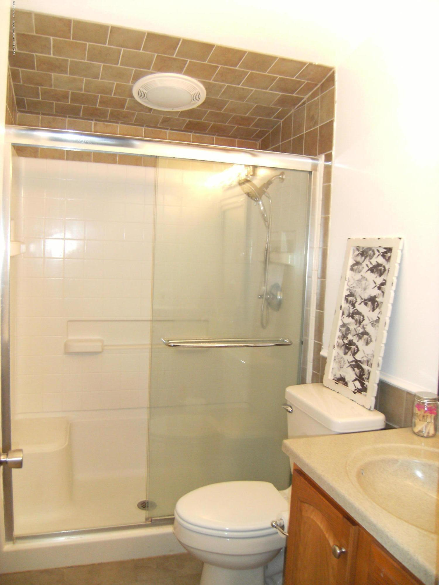 1315 N Foster Ave - Bathroom - 12