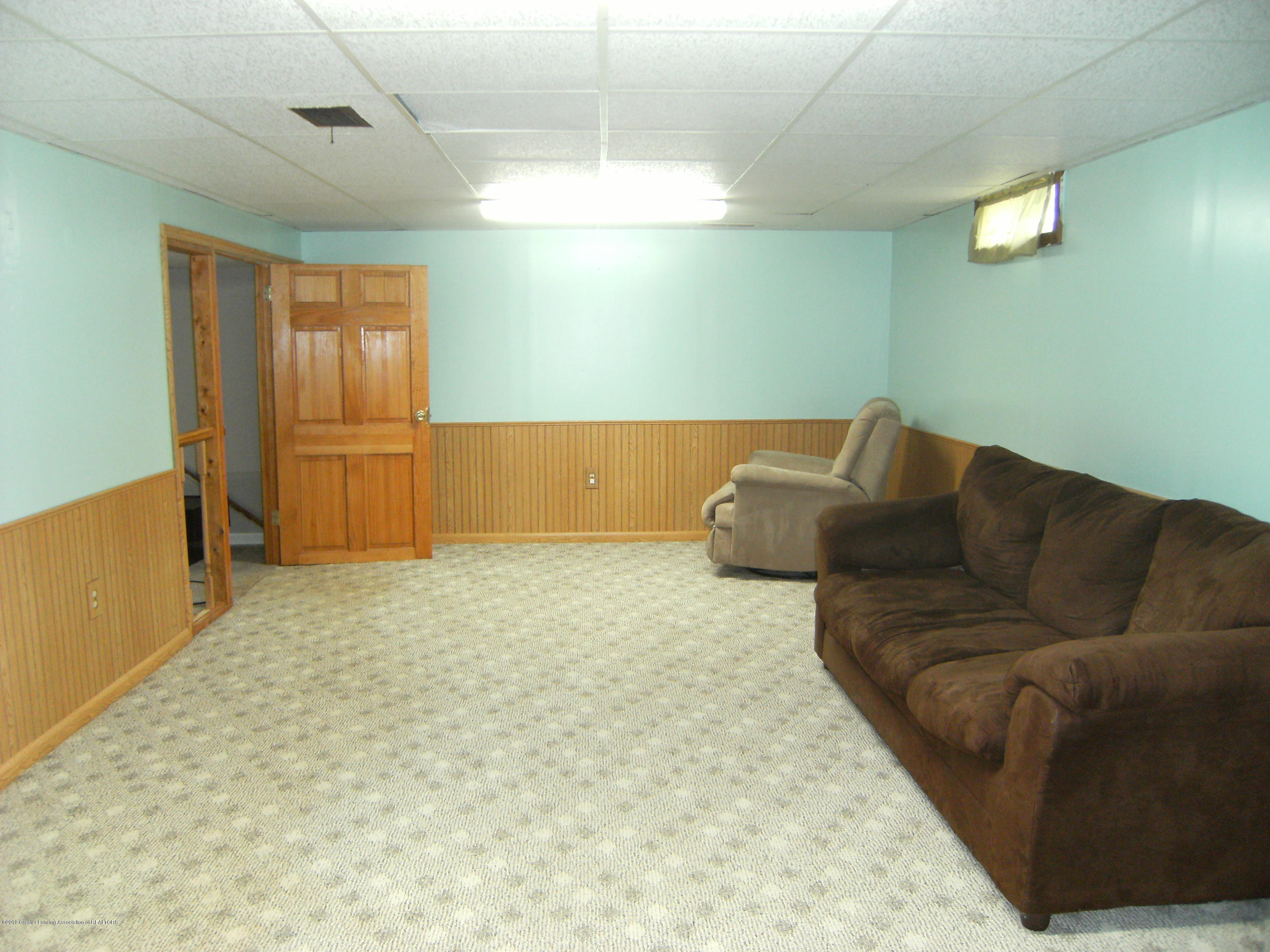 1315 N Foster Ave - Rec room in basement - 14