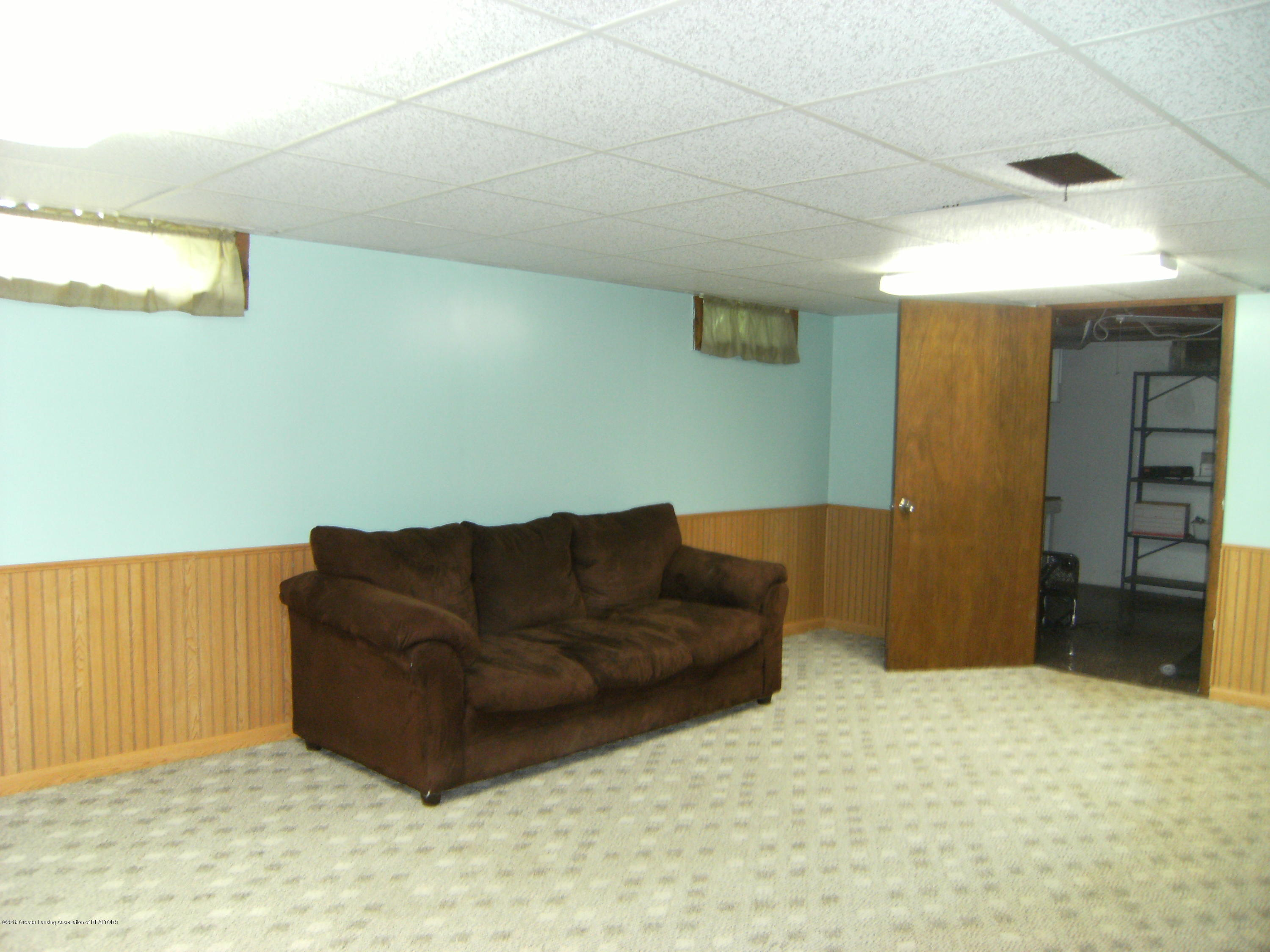 1315 N Foster Ave - Rec room in basement - 15