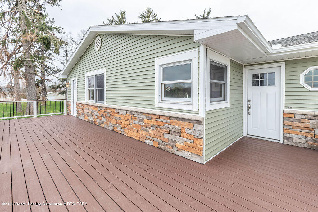 9075 Round Lake Rd - Front - 4