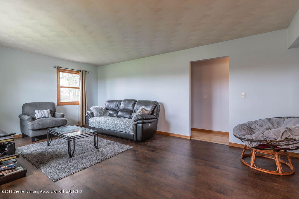 9075 Round Lake Rd - Living Room - 10