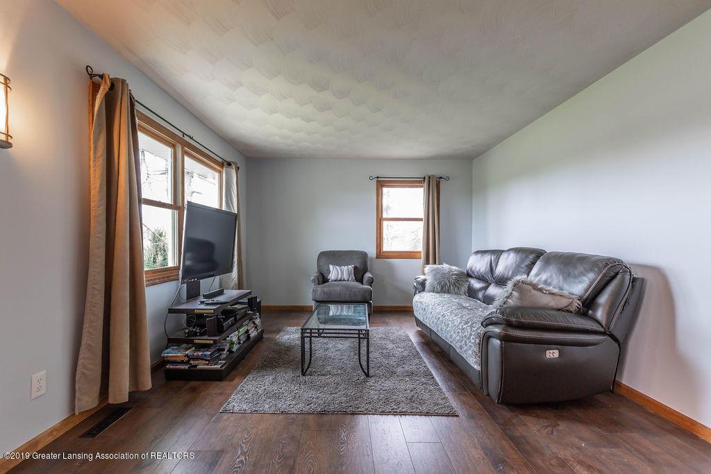 9075 Round Lake Rd - Living Room - 11