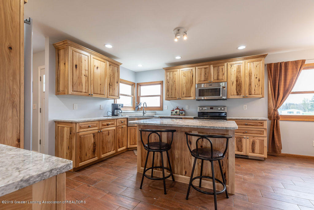 9075 Round Lake Rd - Kitchen - 14