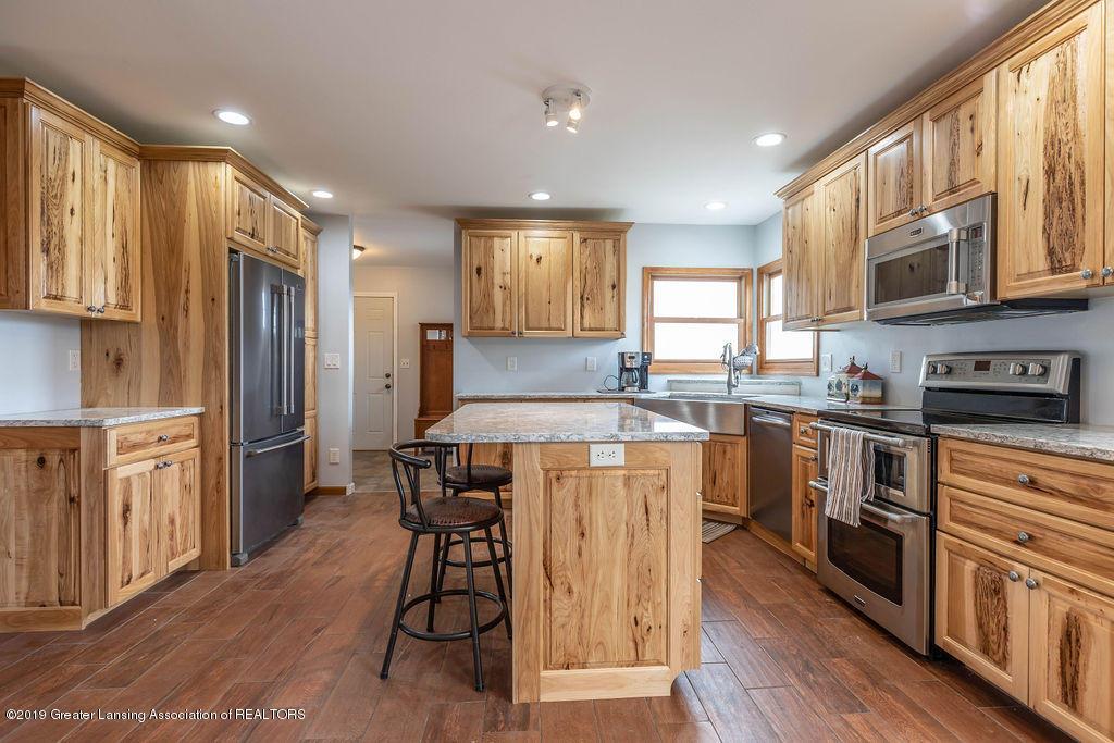 9075 Round Lake Rd - Kitchen - 15