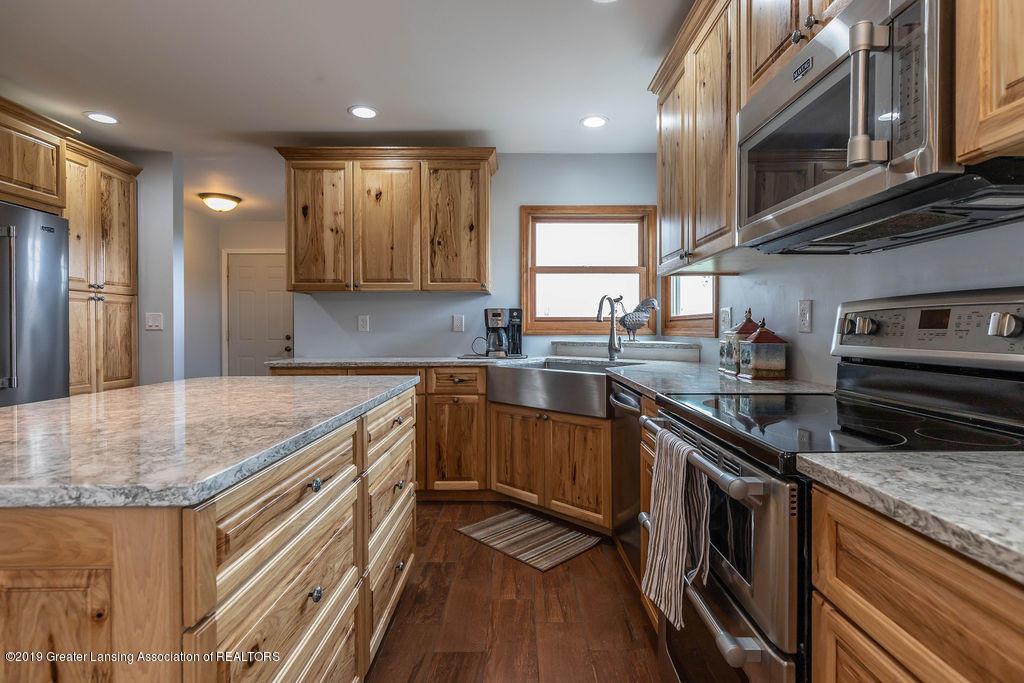 9075 Round Lake Rd - Kitchen - 16