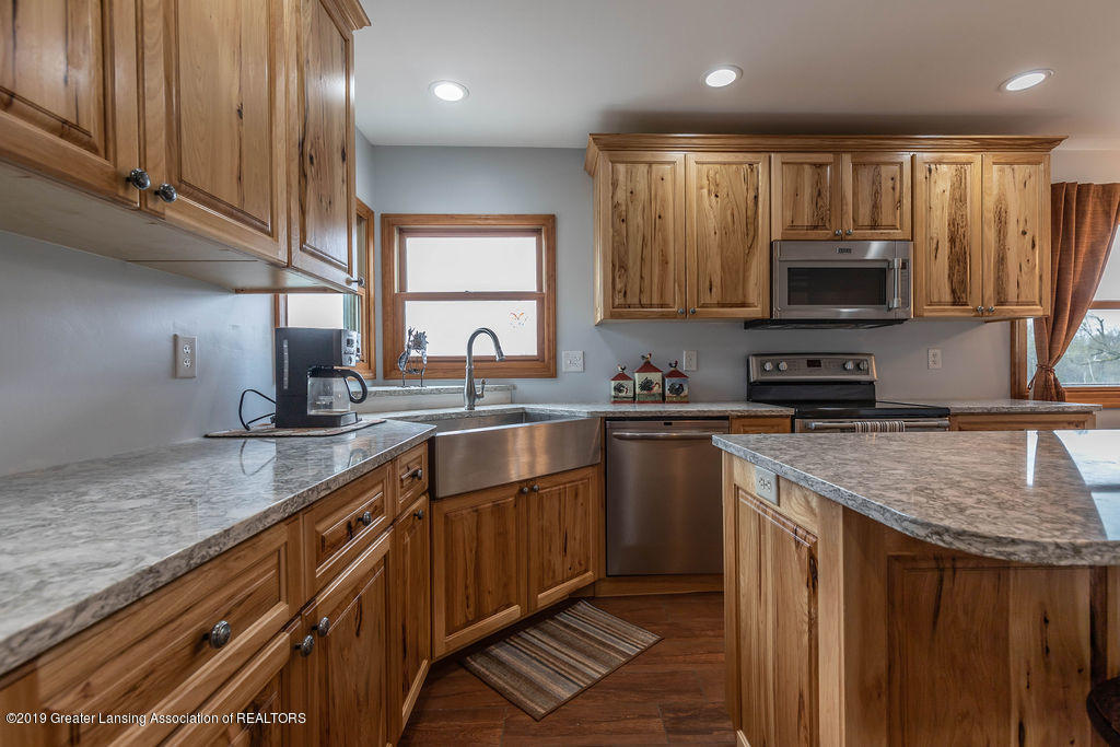 9075 Round Lake Rd - Kitchen - 17