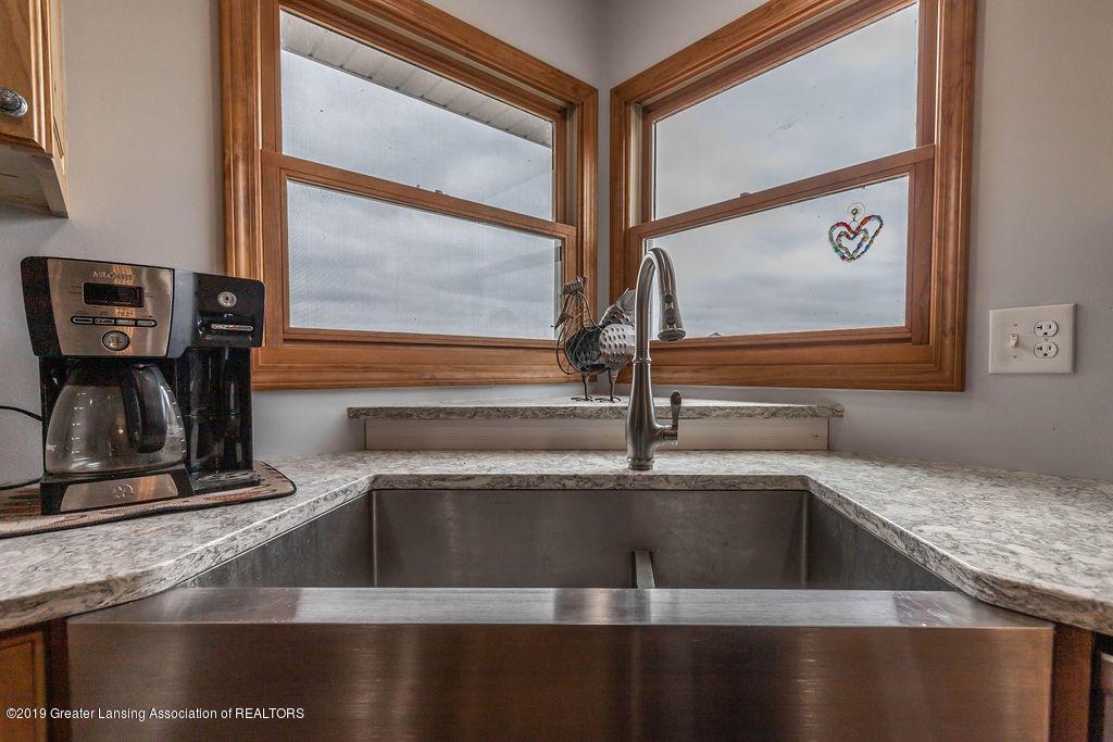 9075 Round Lake Rd - Farmhouse Sink - 19