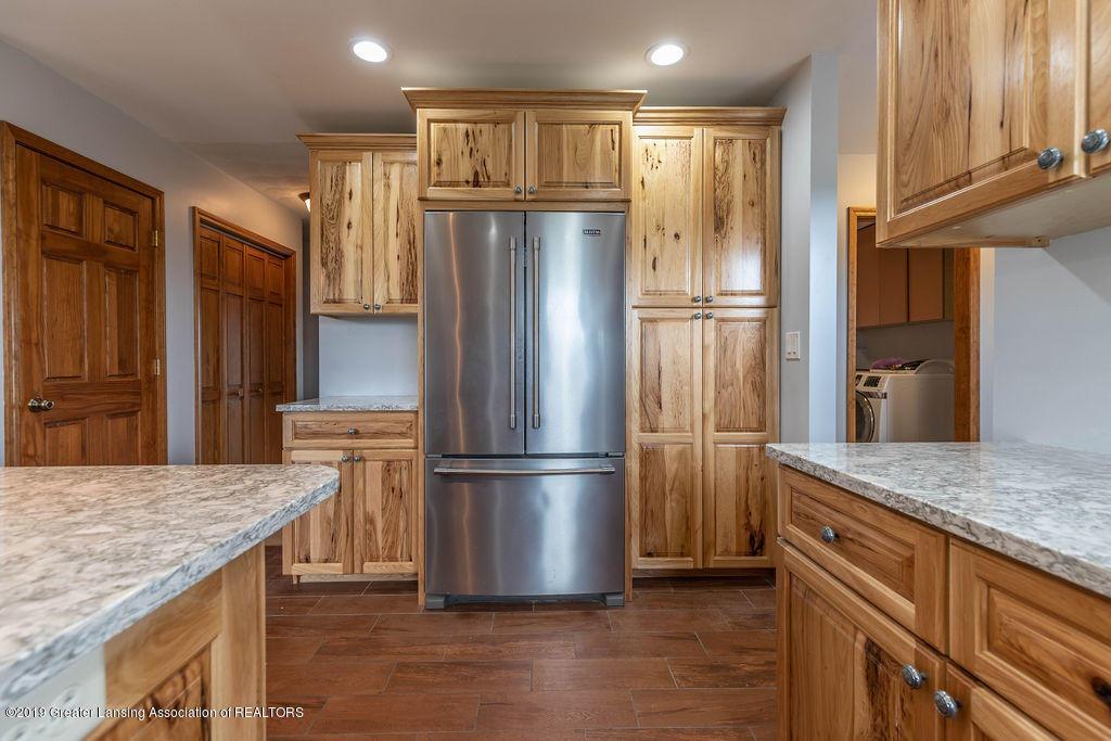 9075 Round Lake Rd - Kitchen - 18