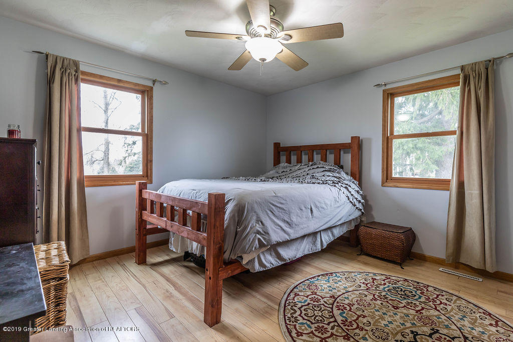 9075 Round Lake Rd - Bedroom 1 - 24