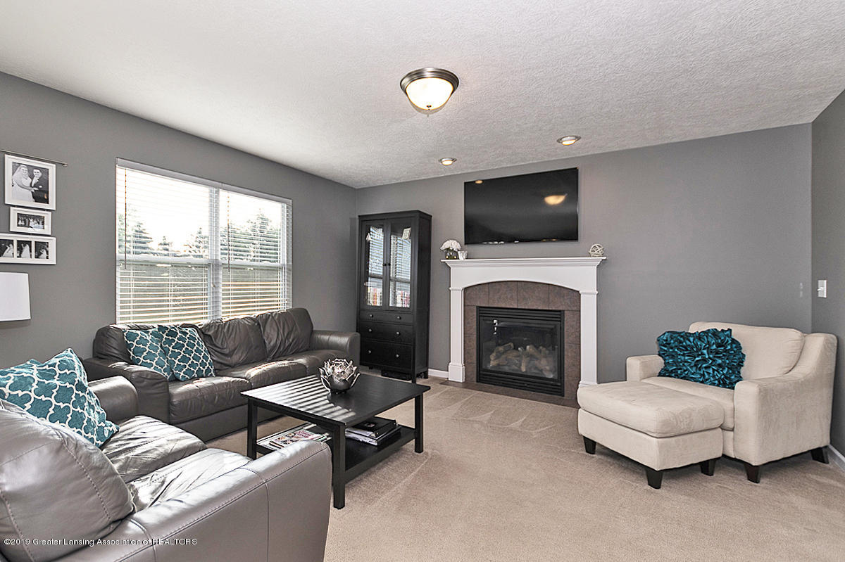 6747 Castleton Dr - Great Room - 4