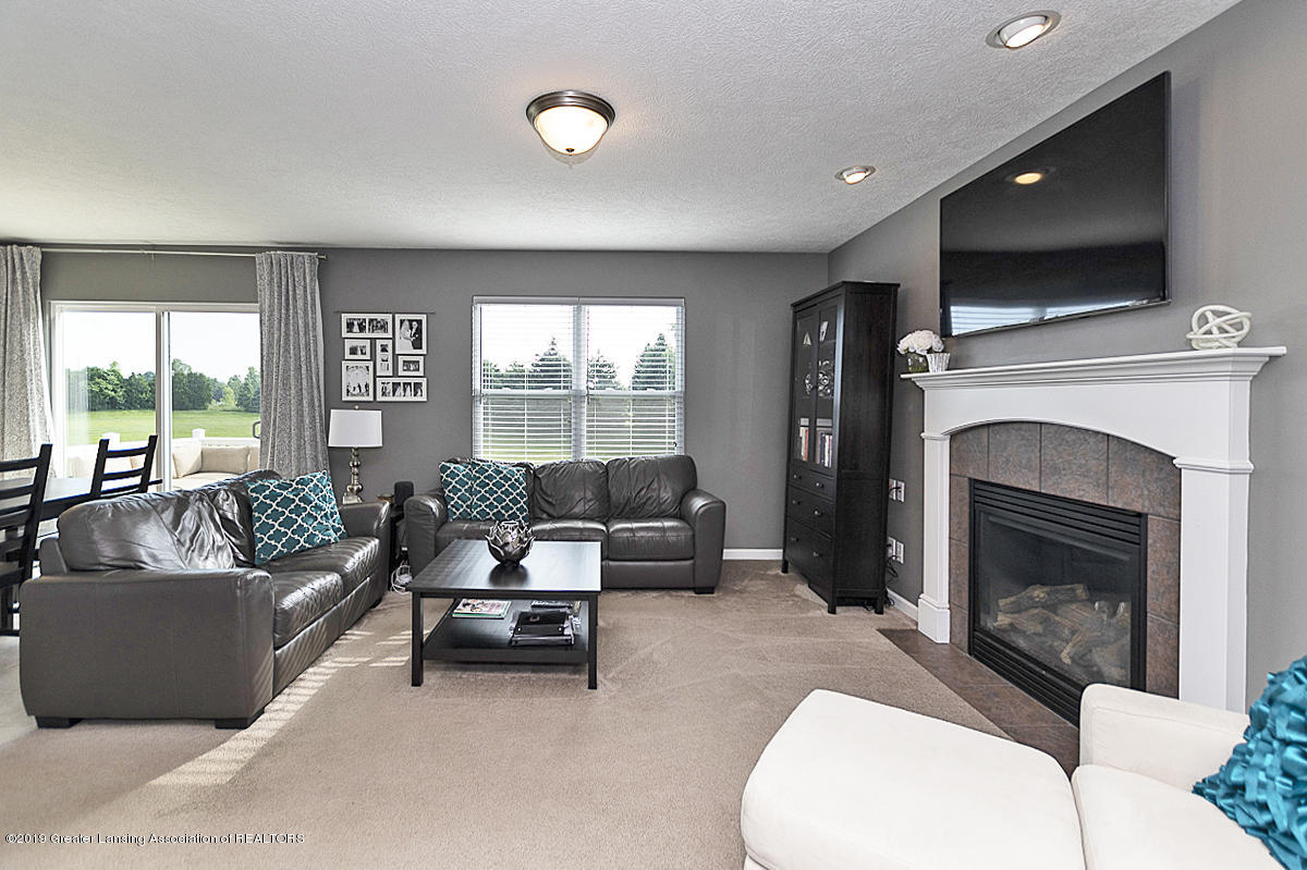 6747 Castleton Dr - Great Room - 3