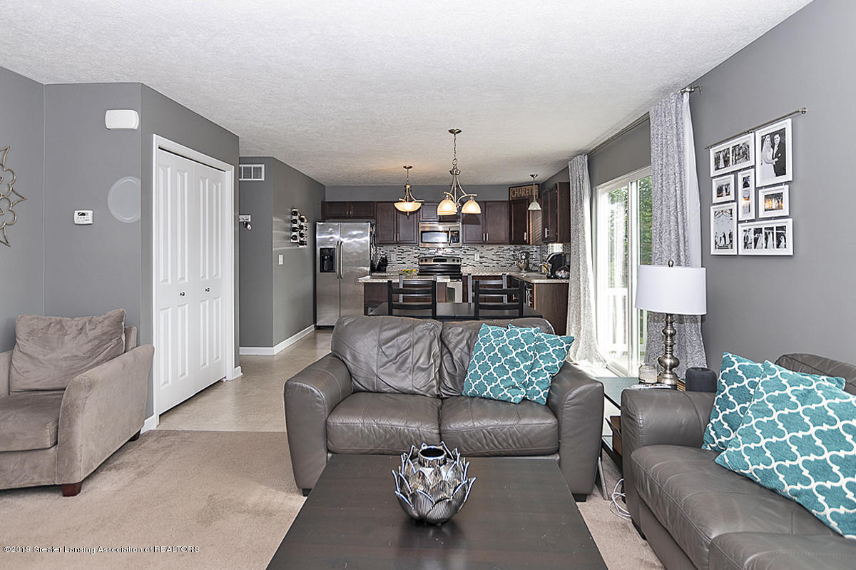 6747 Castleton Dr - Great Room - 5
