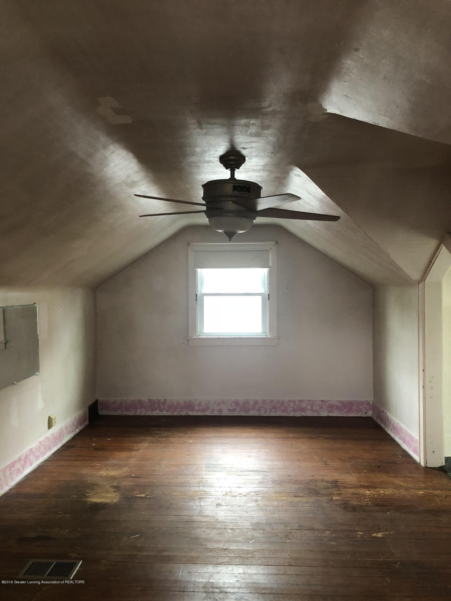 807 Dunlap St - Upstairs bedroom - 8