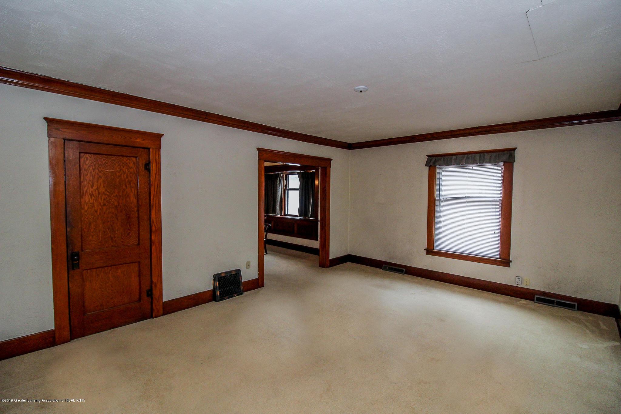 915 Westmoreland Ave - Living Room - 8