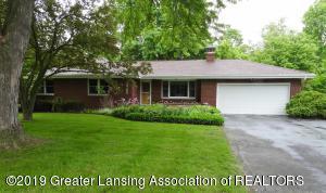 15755 Oak Ln Dr, Lansing, MI 48906