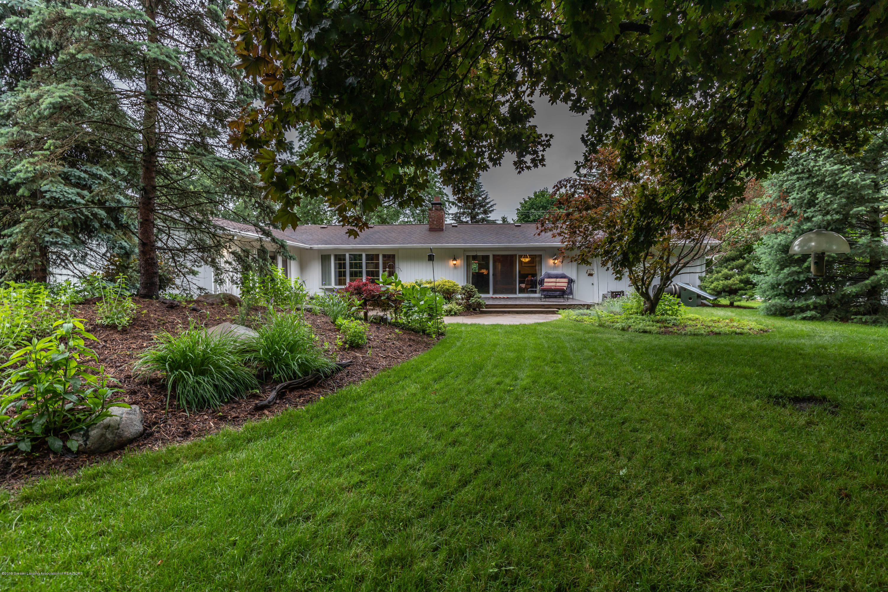 1430 Forest Hills Dr - Mature Landscaping - 33