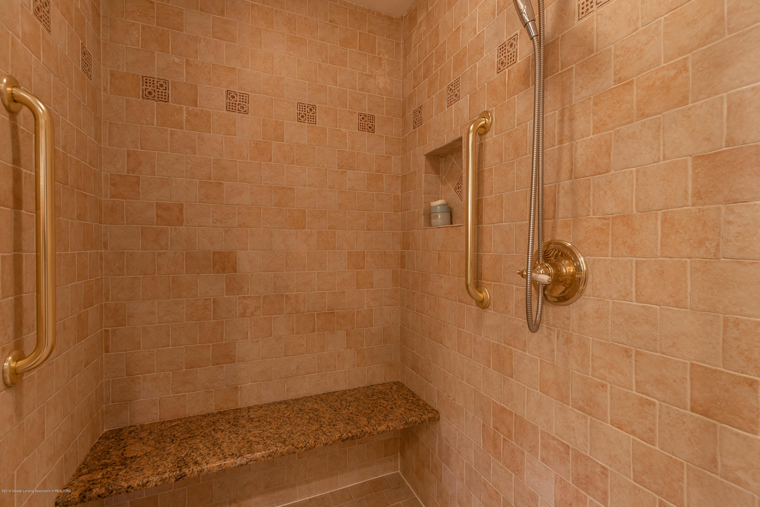 1430 Forest Hills Dr - Huge Walk-In Shower - 24