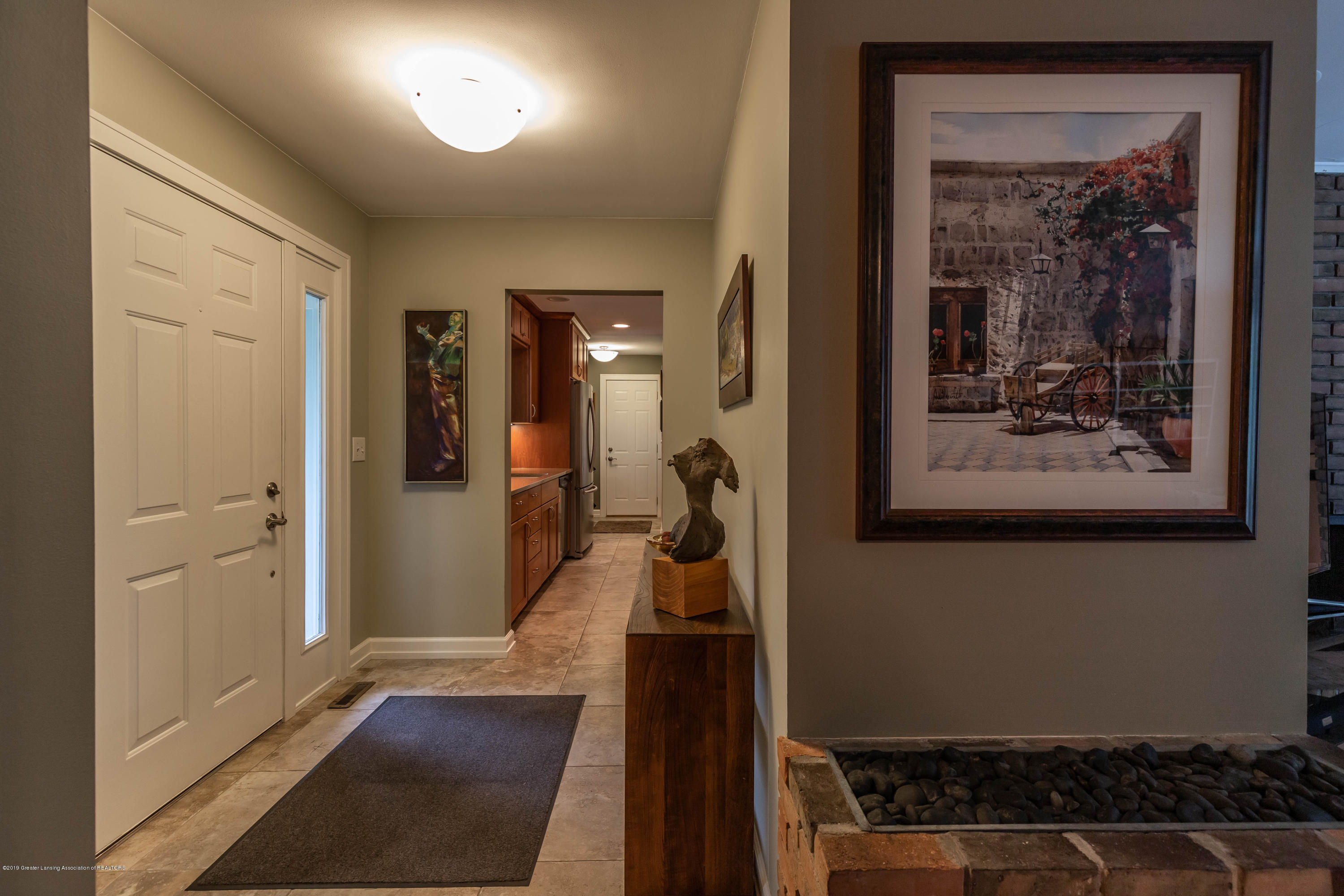 1430 Forest Hills Dr - Front Entryway - 3