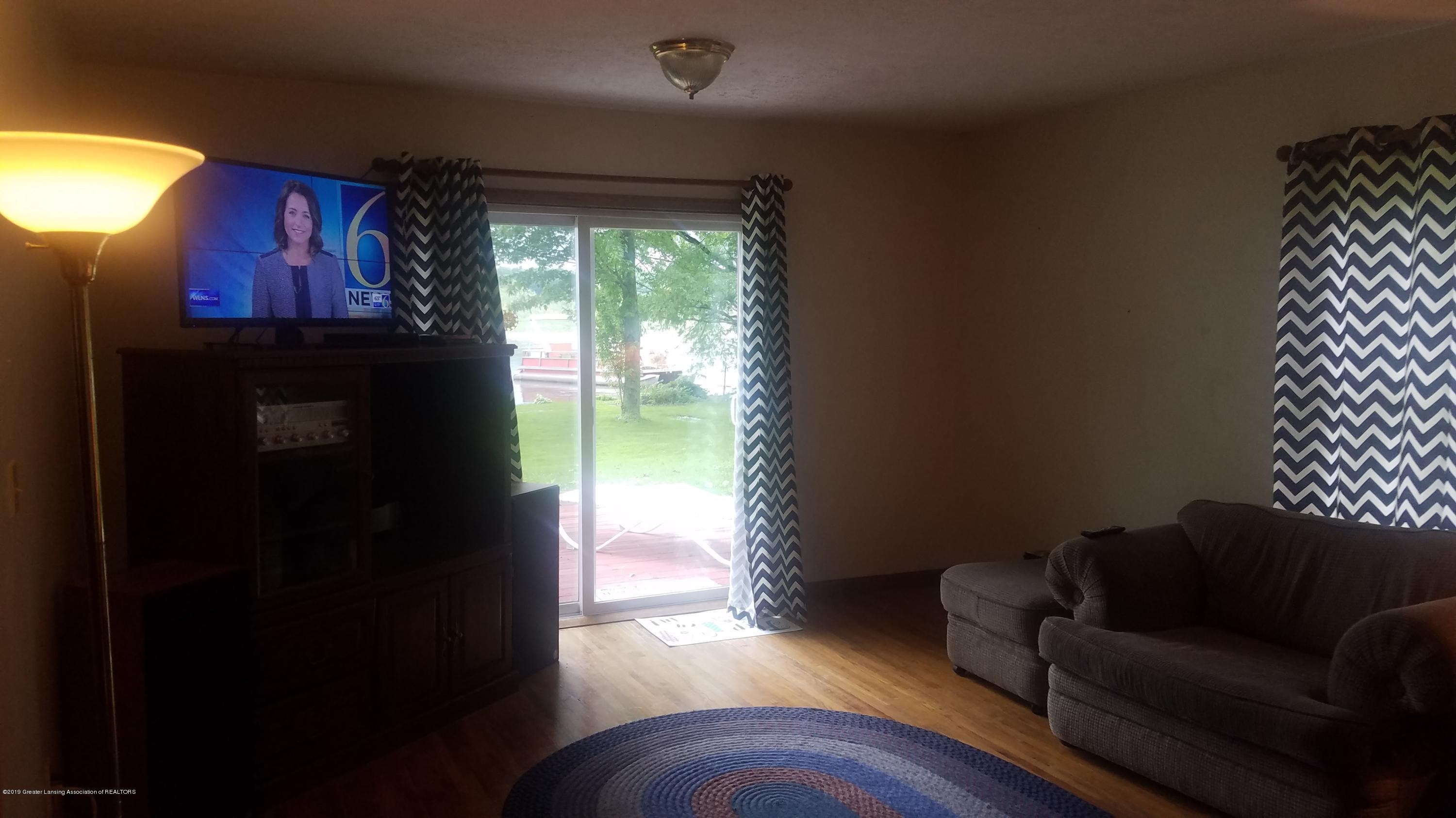 9642 Marshall Rd - LIVING ROOM - 16
