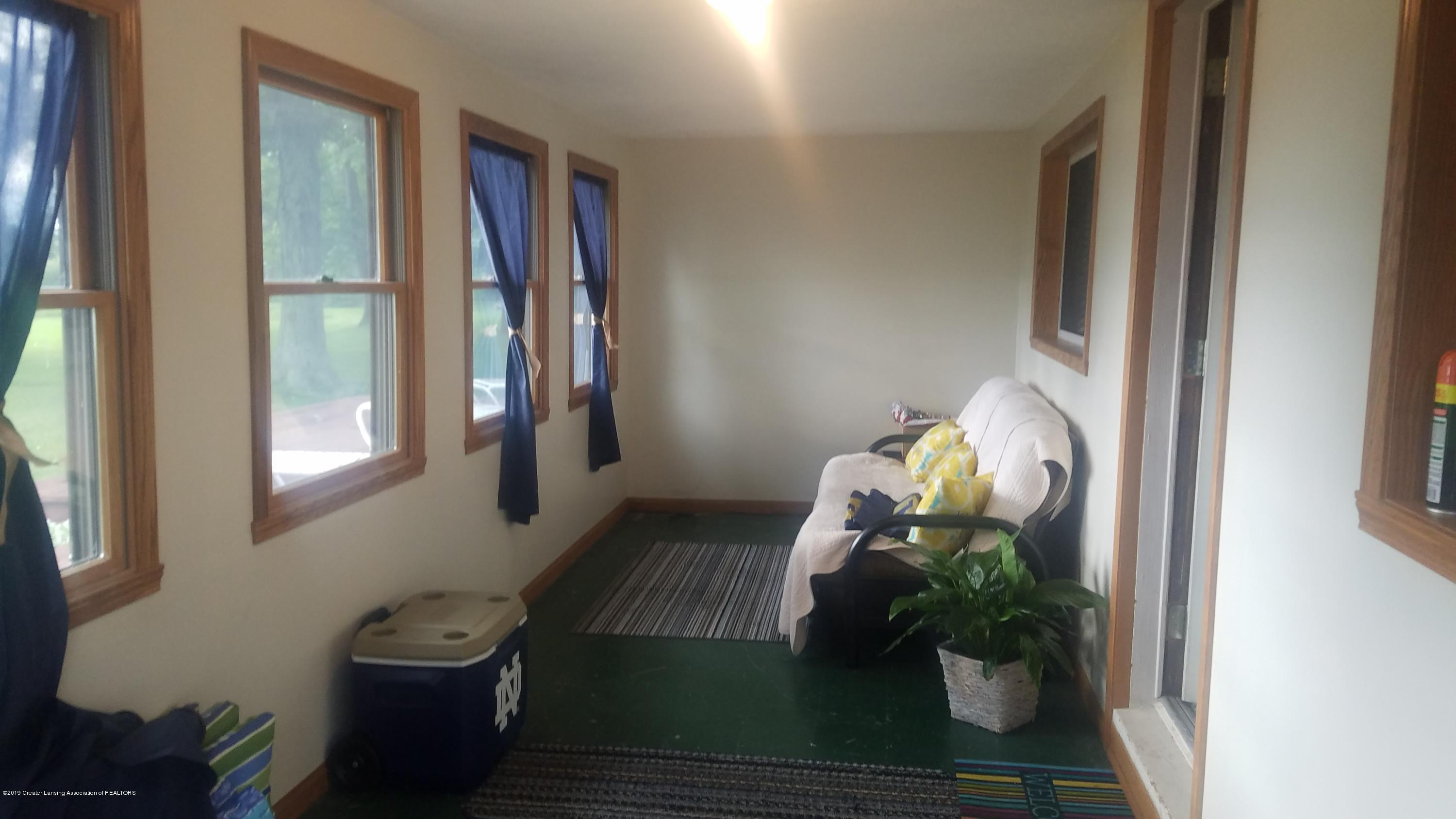 9642 Marshall Rd - ENCLOSED FRONT PORCH - 25