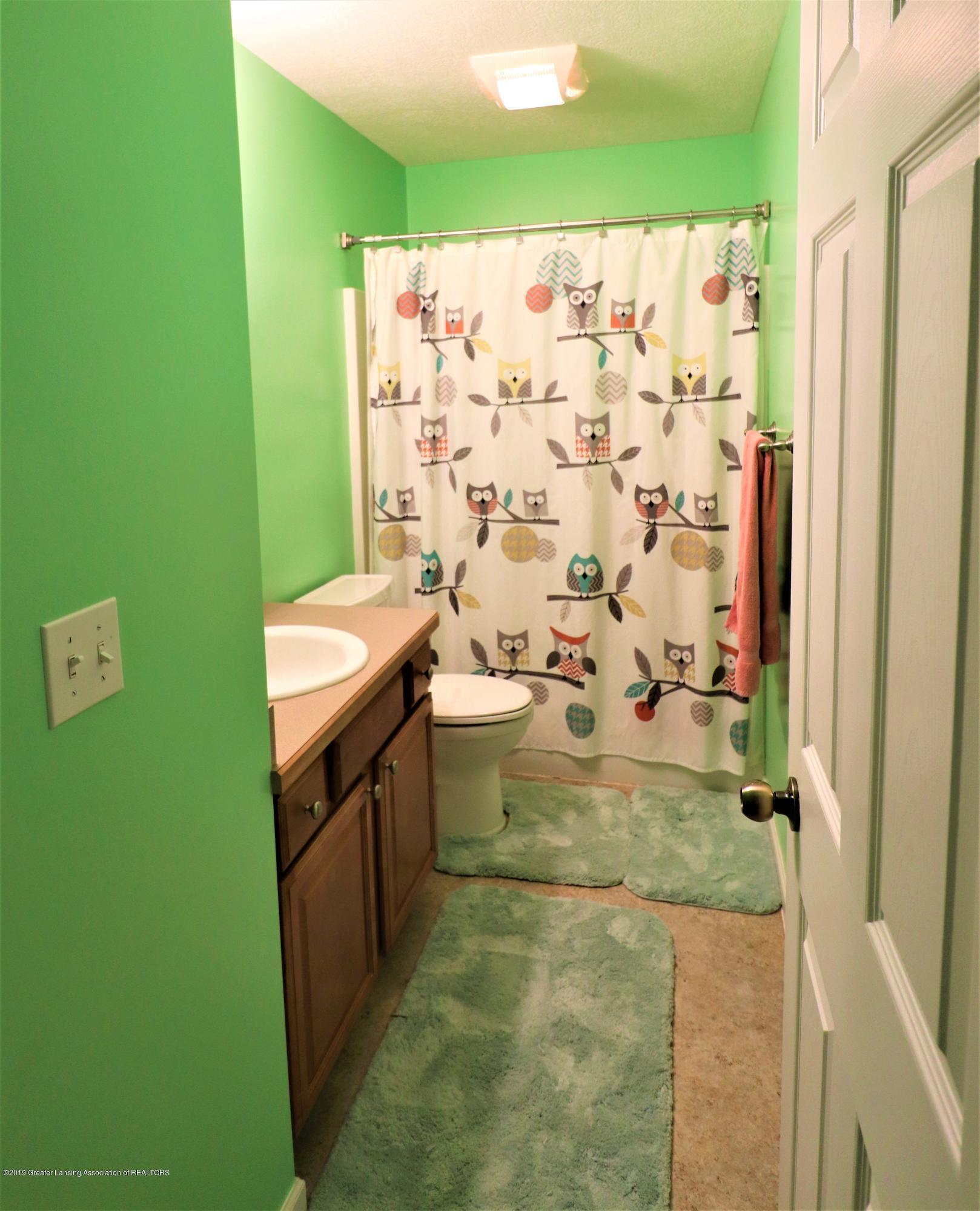 4729 Carlisle Hwy - 23 Main floor full bath - 24
