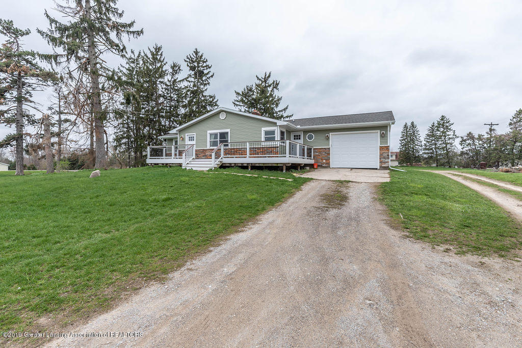 9075 Round Lake Rd - Front - 2