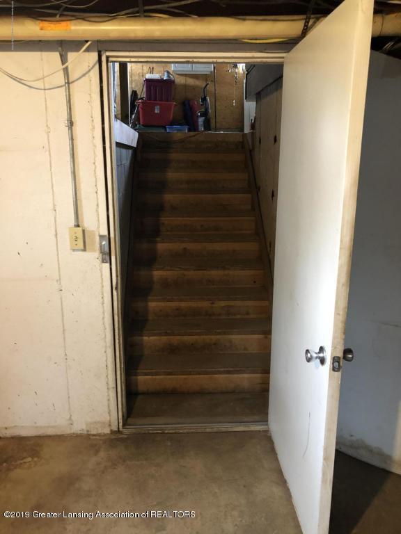 9075 Round Lake Rd - Stairs to Garage - 32