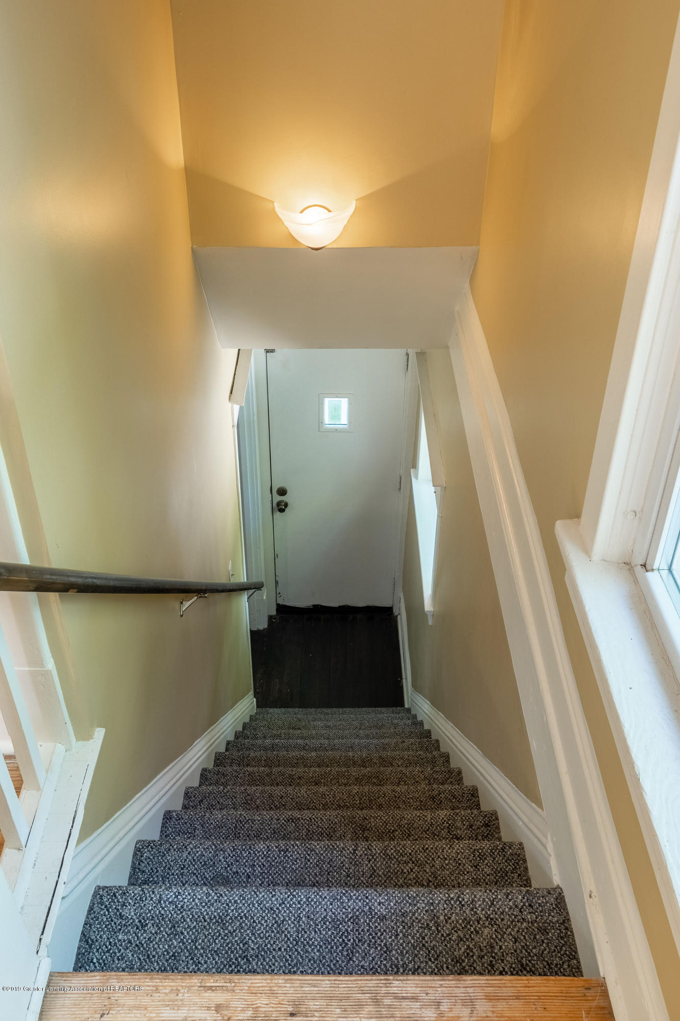 2072 Hamilton Rd - Stairs to Upper Level - 23
