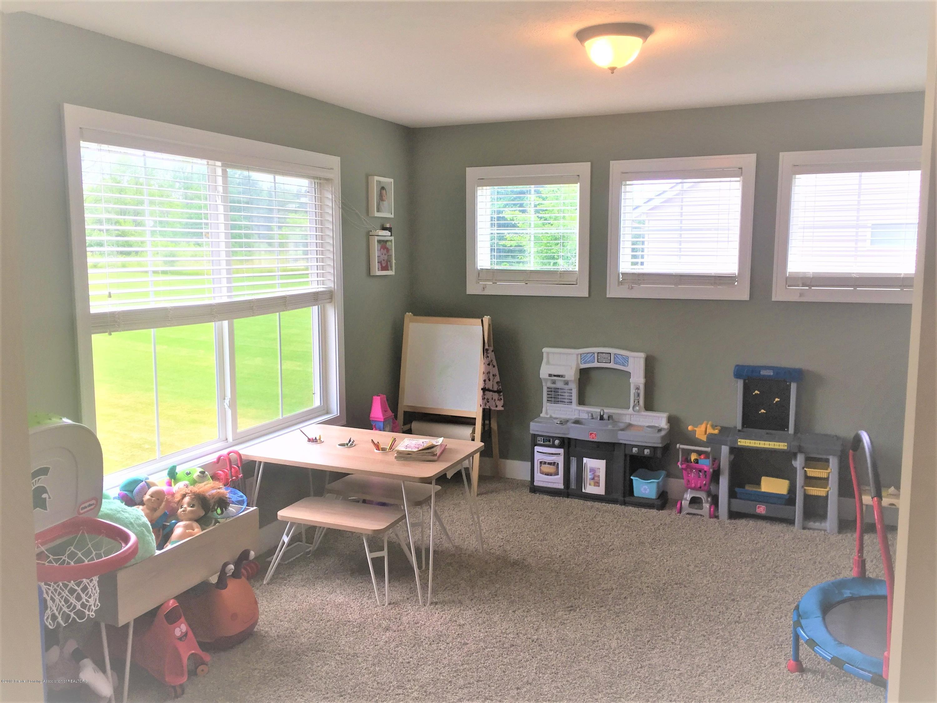 1531 Wellman Rd - Den / Playroom - 25