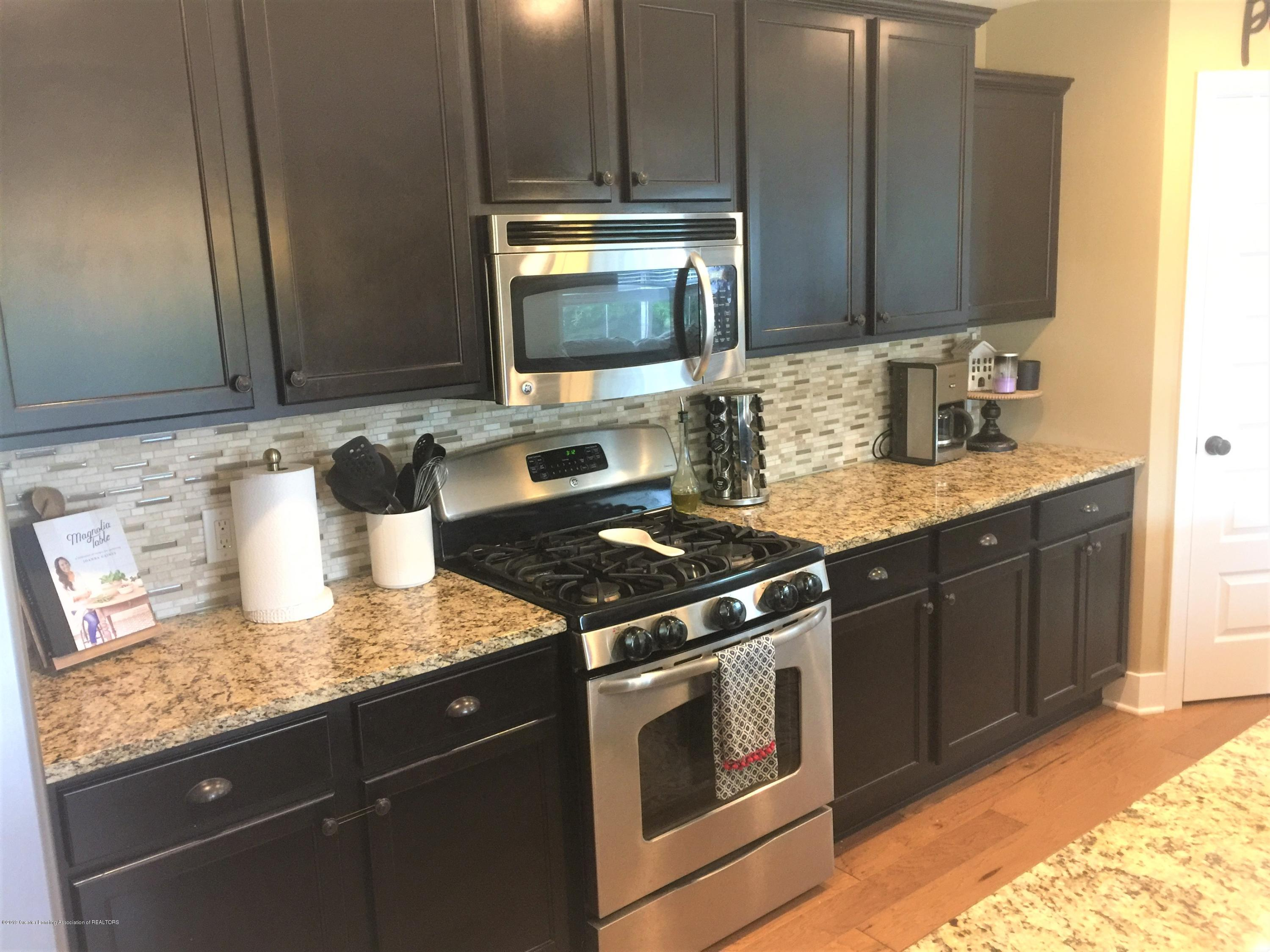 1531 Wellman Rd - Granite and backsplash - 16