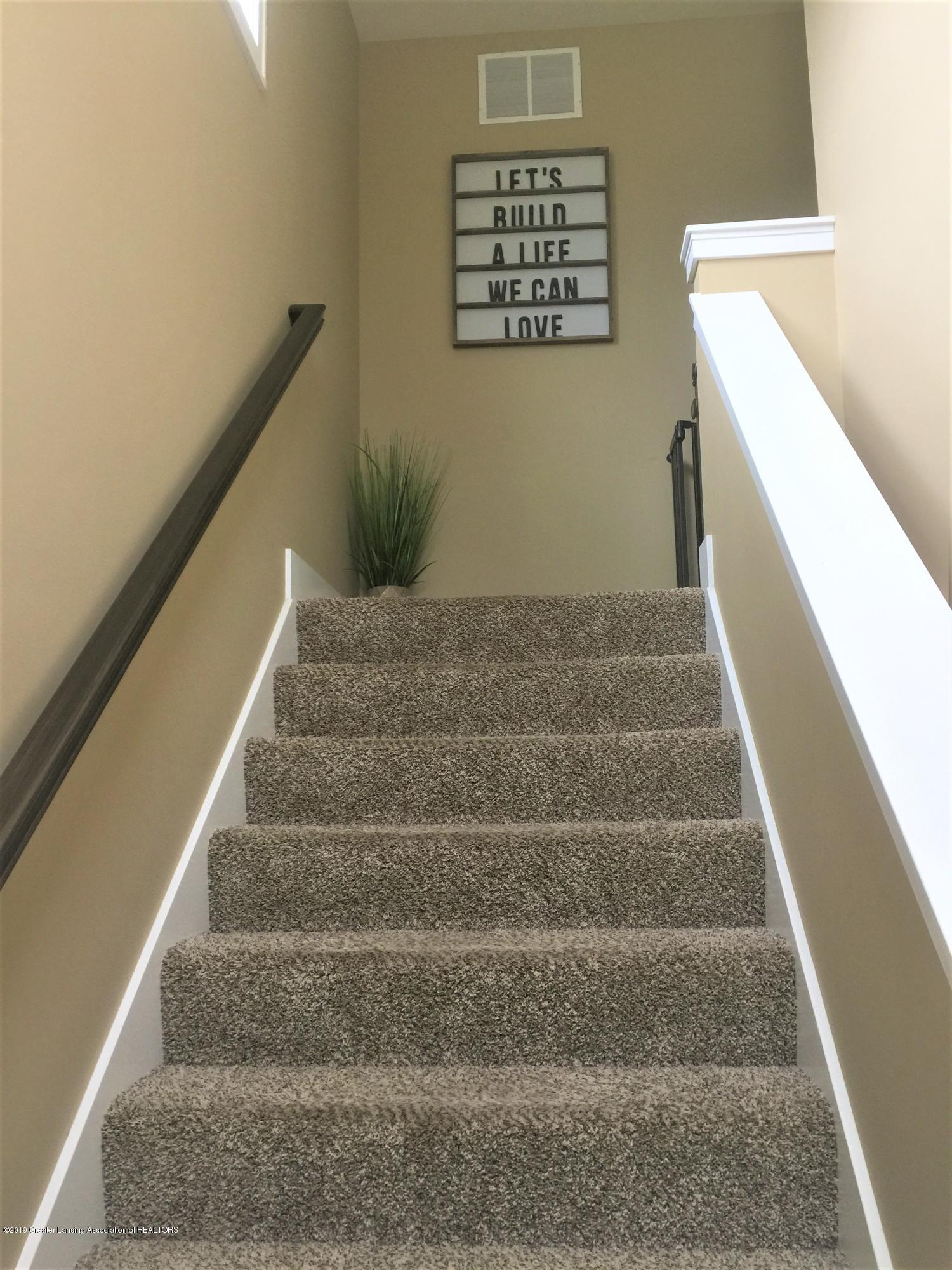 1531 Wellman Rd - landing stairwell 2 - 31