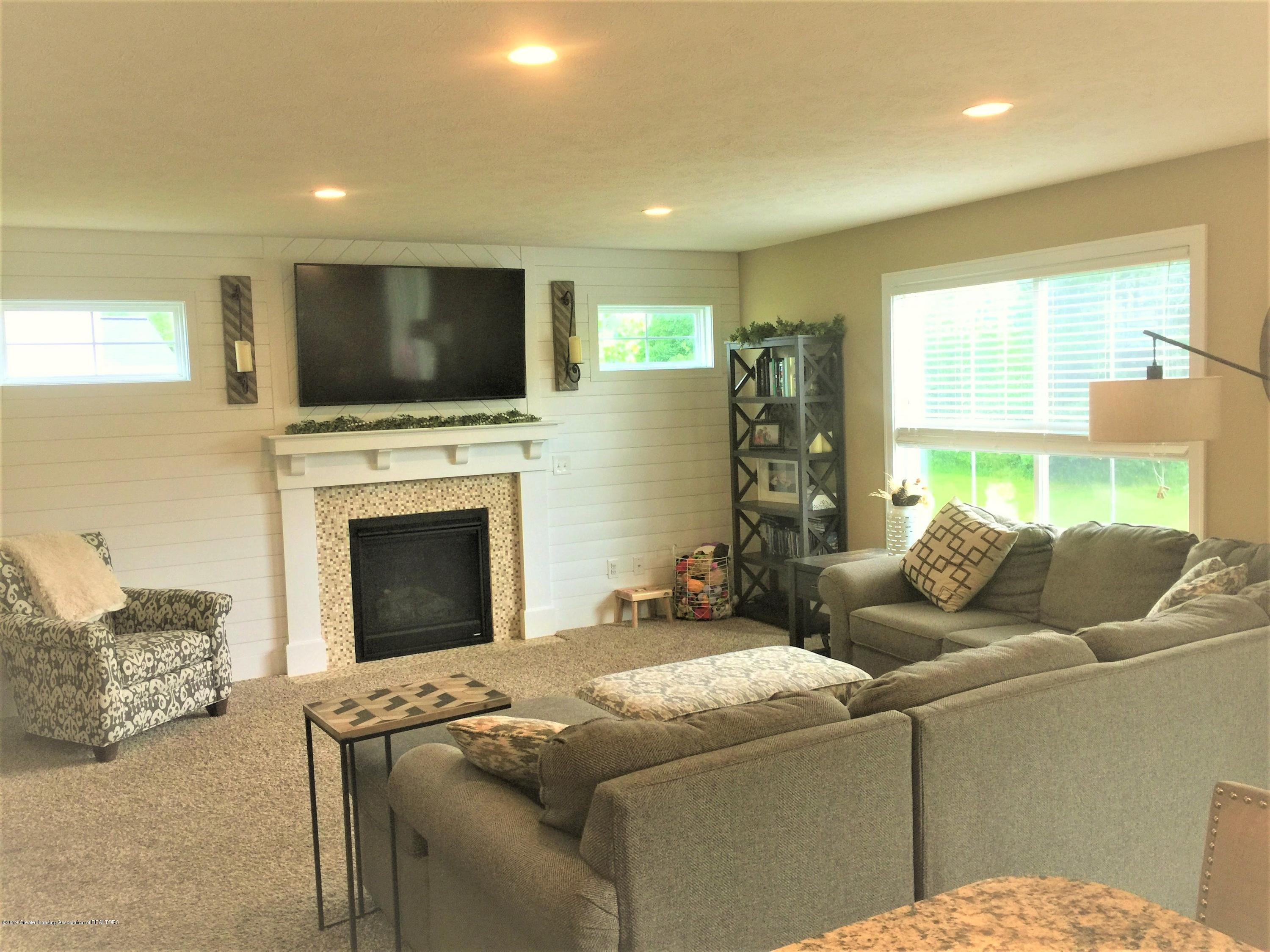 1531 Wellman Rd - Living Room - 20