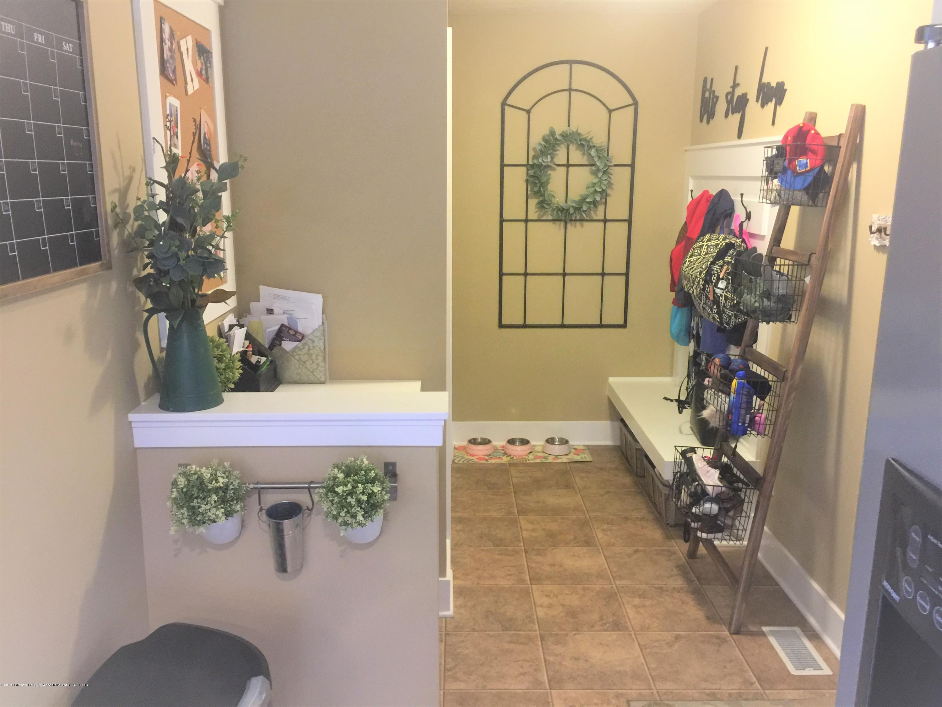 1531 Wellman Rd - Huge Mudroom - 22