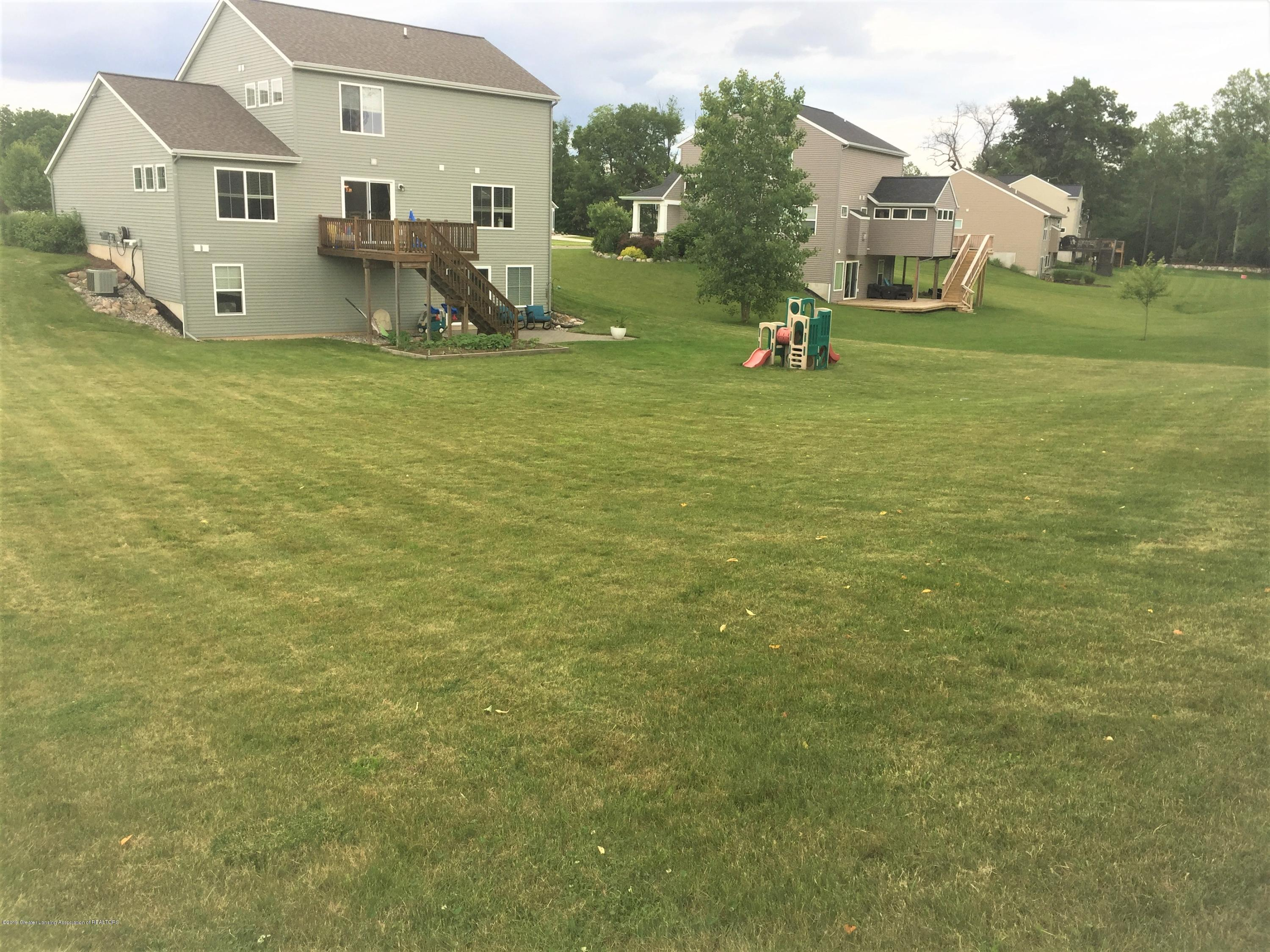 1531 Wellman Rd - Large Yard - 6