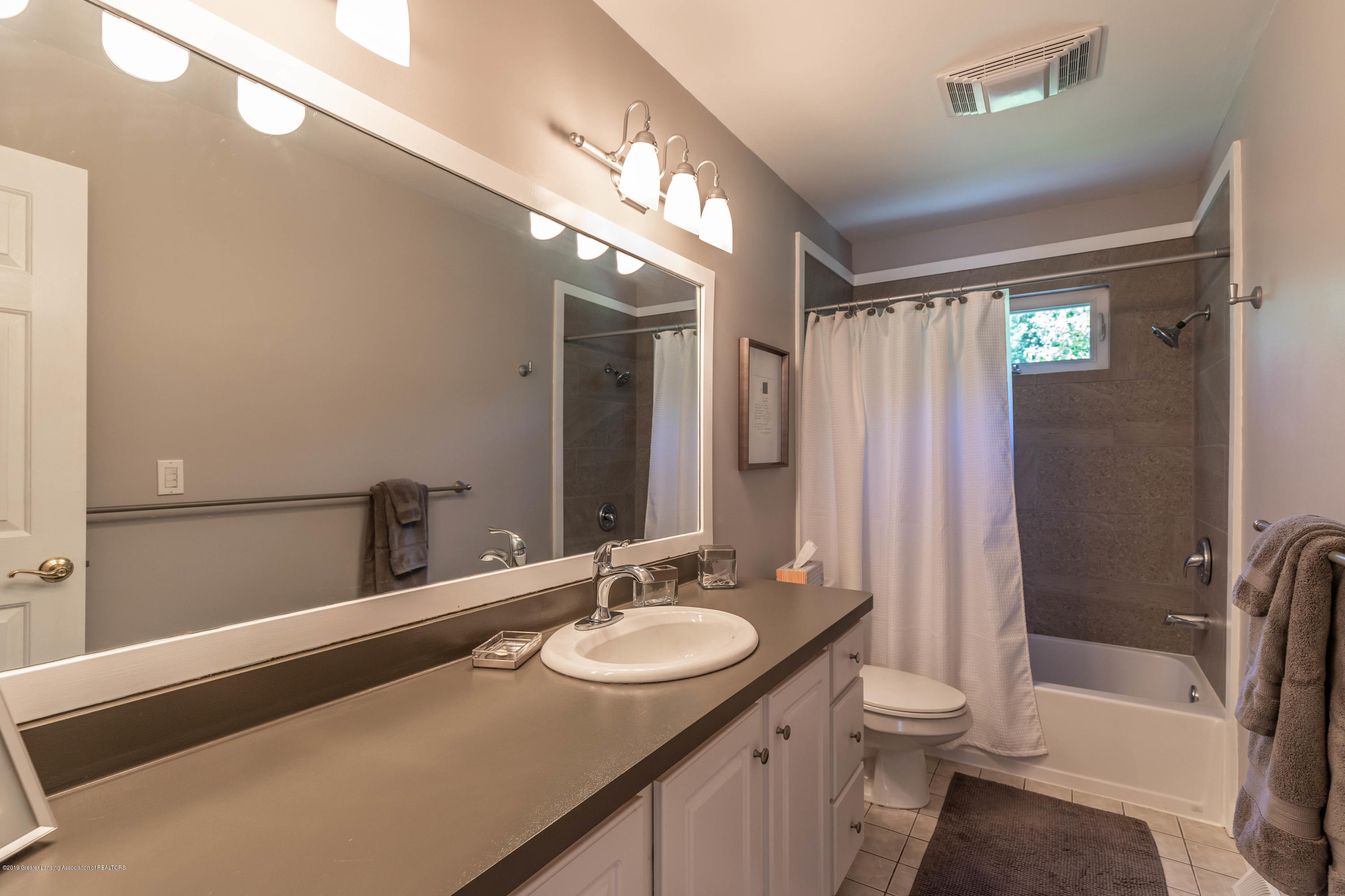 882 Shawano Dr - 20. Bathroom up with Bedrooms - 25