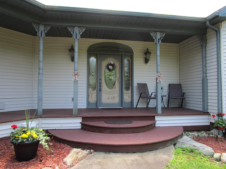 2663 Lacey Lake Rd - 2 Porch - 3