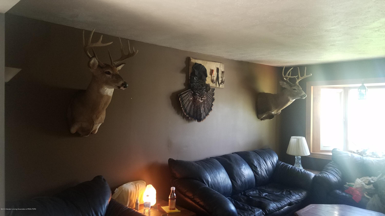 7915 W Vermontville Hwy - LIVING ROOM - 7
