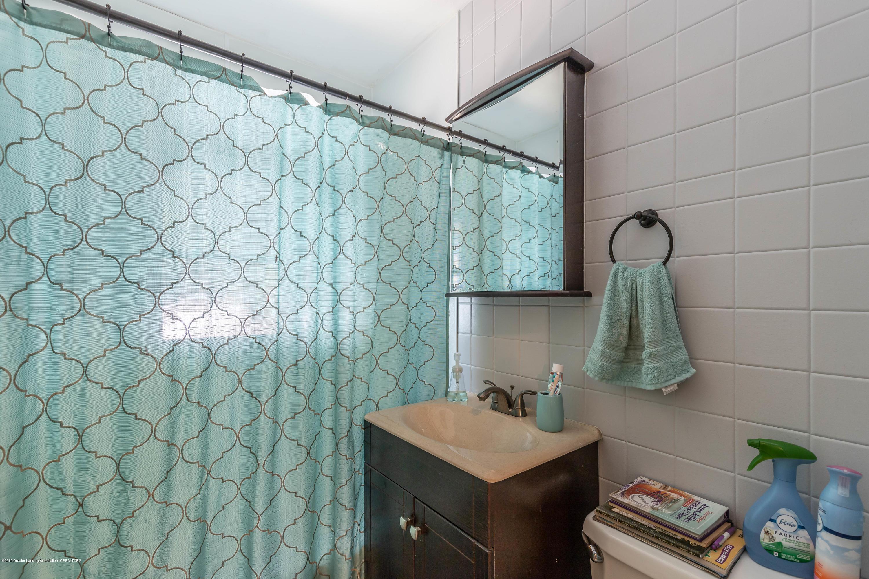 1204 George St - Bathroom - 11